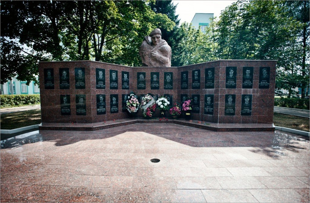 Фото ВЧ 28337. Мемориальный комплекс в память о воинах полка, погибших при исполнении боевых задач
