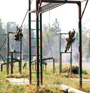 Фото ВЧ 28337. Тренировки бойцов полка на полосе препятствий