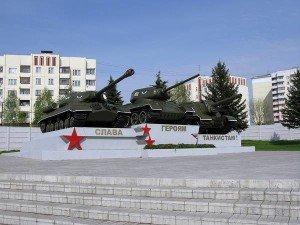 ВЧ 32010. Площадь с тремя танками возле КПП Кантемировской дивизии
