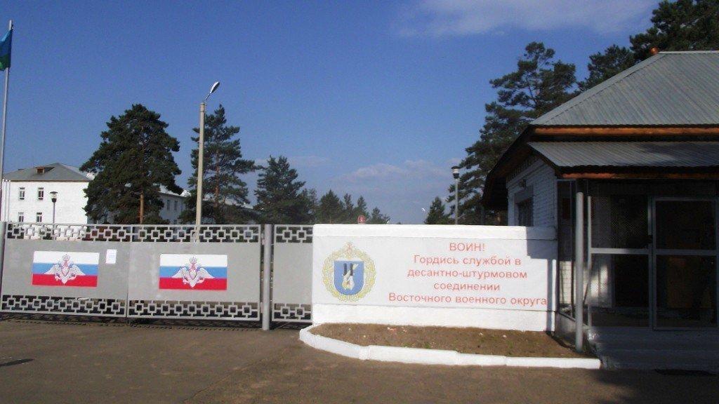 Фото ВЧ 32364. Агитационный плакат на КПП части