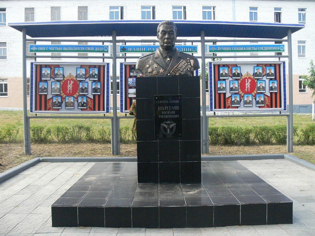 Фото ВЧ 32364. Бюст генерала армии Маргелова В.Ф.