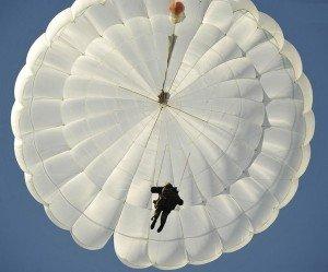 Фото ВЧ 71289. На тренировочном занятии по прыжкам с парашютом