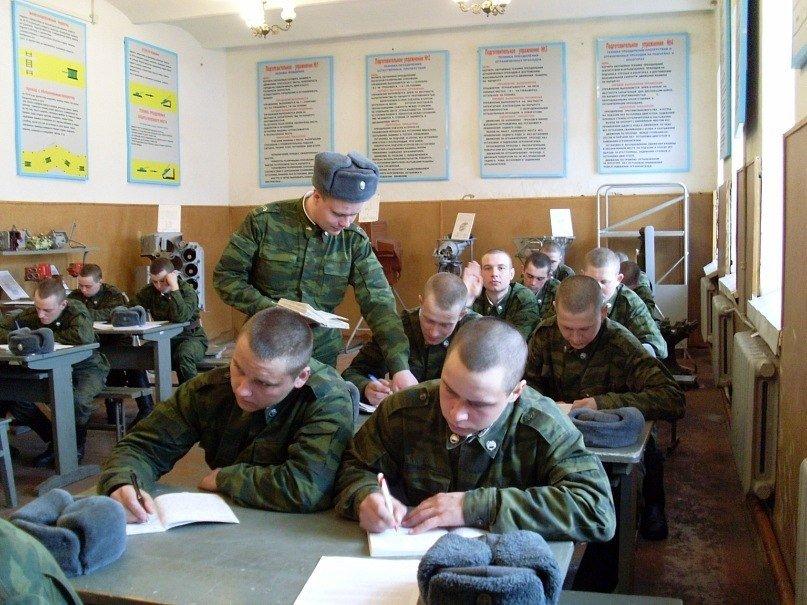 ВЧ 30616-8. Солдаты части на занятиях
