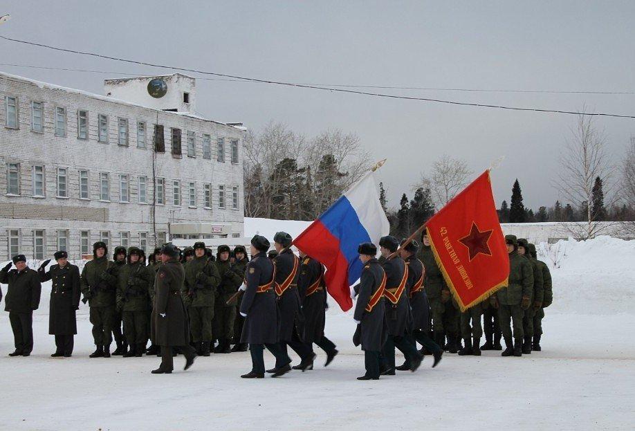 ВЧ 34103. Государственный флаг и знамя 42-й дивизии