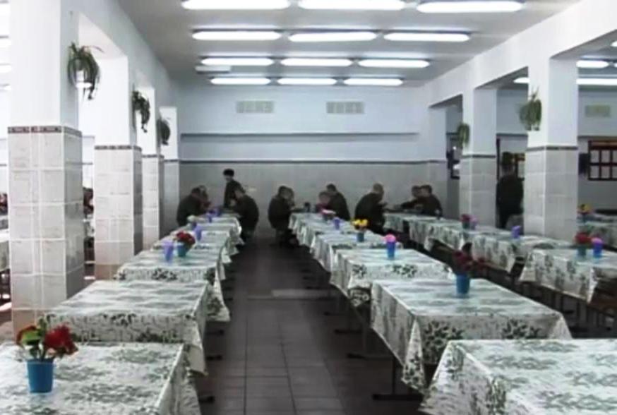 ВЧ 25801-9. Прием пищи в столовой