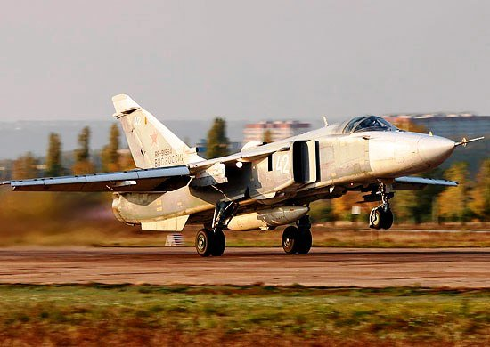 ВЧ 69806. Су-24МР на аэродроме