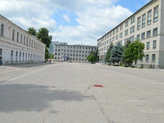 ВЧ 42731. Фото строевого плаца учебного центра