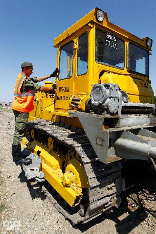 ВЧ01228. Солдаты бригады за ремонтно-строительными работами