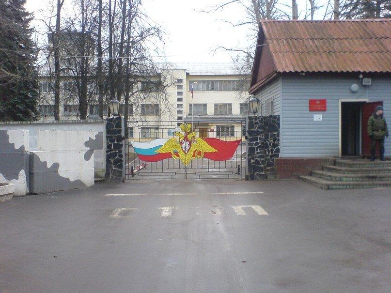 ВЧ88612. У контрольно-пропускного пункта учебного центра