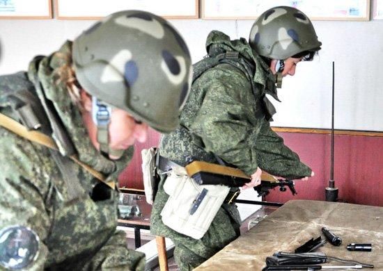 Подготовка девушек-военнослужищих по контракту