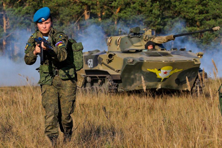 Тренировки военнослужащих-женщин