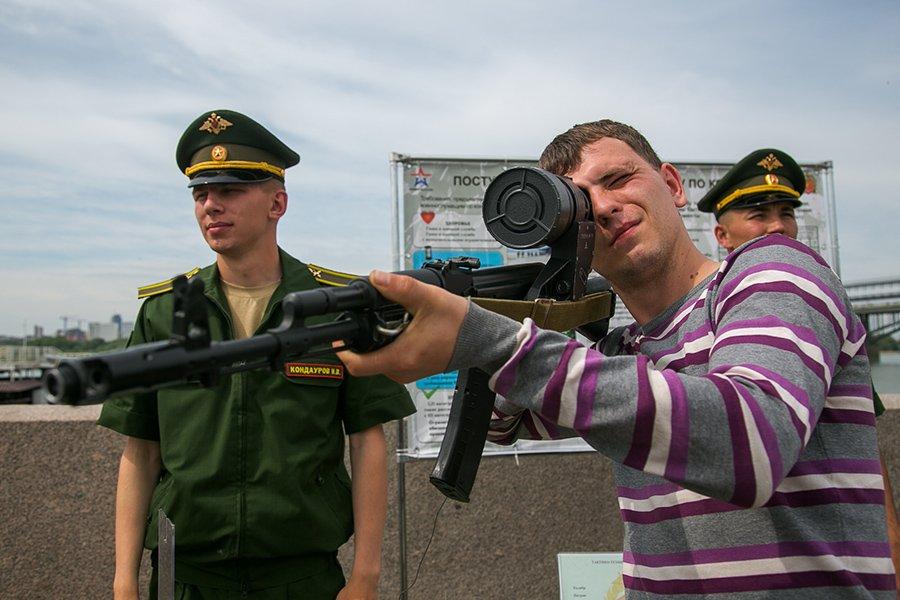 Акция Военная служба по контракту — Твой выбор! в Новосибирске