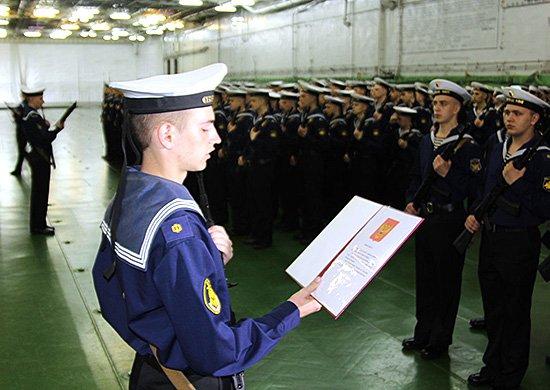 Принятие военной присяги молодым пополнением тяжелого авианесущего крейсера «Адмирал Кузнецов»