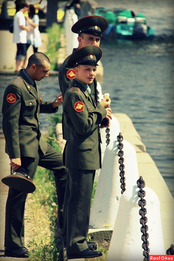 Солдаты в увольнении