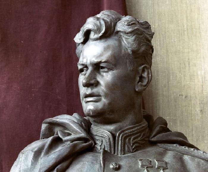 Скульптура Черняховского И.Д.