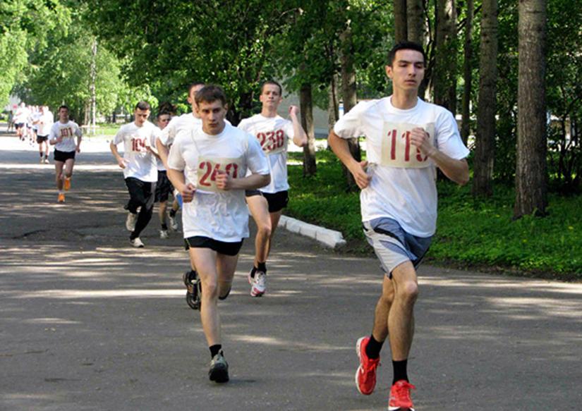 Будущие курсанты сдают нормативы по бегу