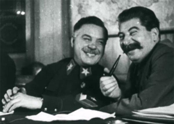 Ворошилов и Сталин за разговором