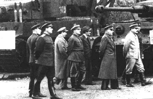 Сталин и Берия на заводе оборонной промышленности