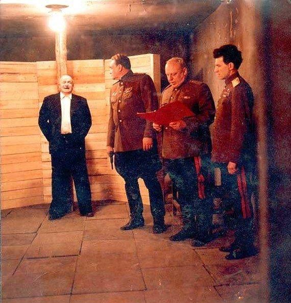 Берия был расстрелян по приговору суда в подземном бункере