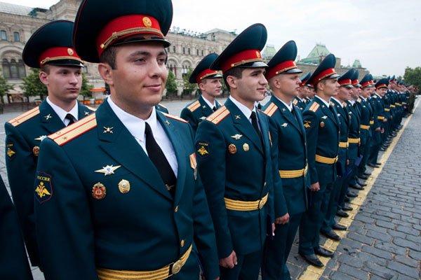 Офицеры в строю на параде Вооруженных Сил России