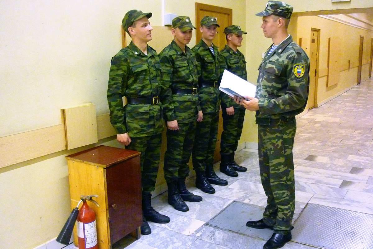 Разговор офицера с солдатами