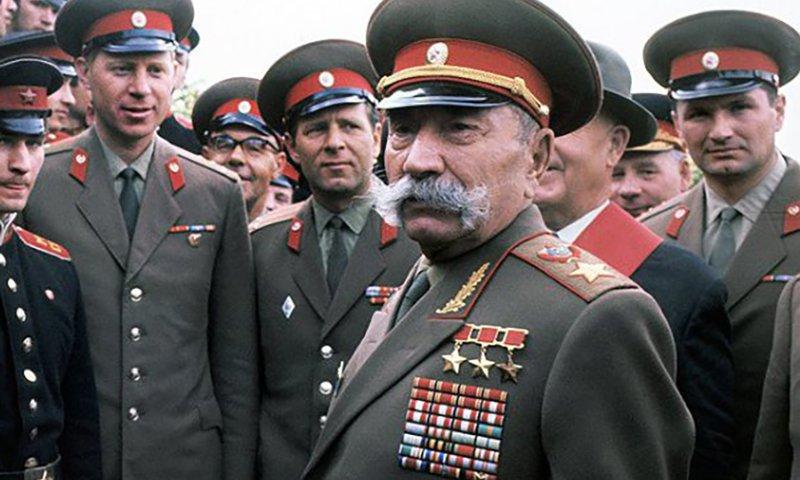 Маршал СССР Буденный Семен Михайлович во время встречи с офицерами