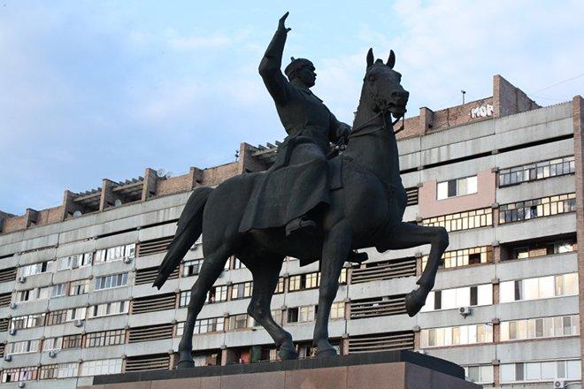 Памятник Ворошилову К.Е. в городе Луганск
