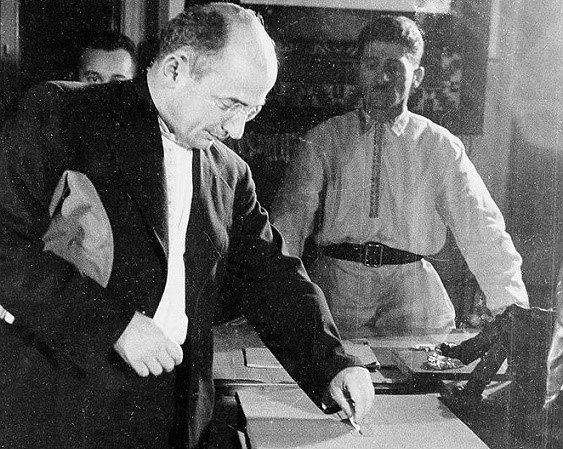 Лаврентий Берия во время голосования