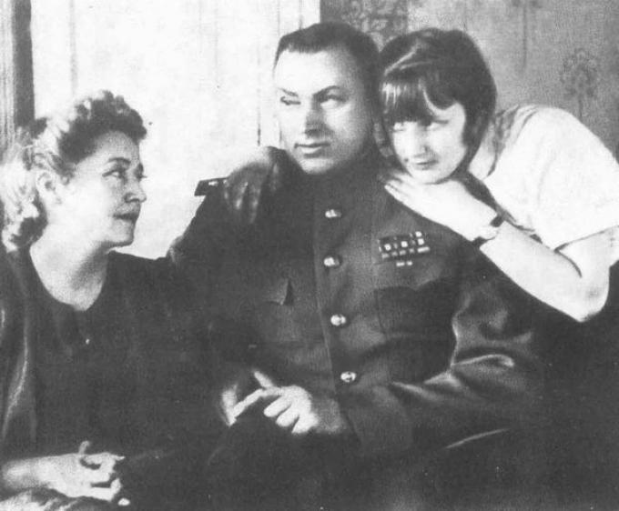 Рокоссовский с женой Юлией и дочерью Ариадной