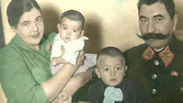 Буденный Семен Михайлович с женой и маленькими детьми