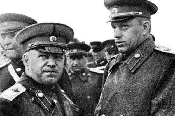 Военноначальники Жуков и Рокоссовский