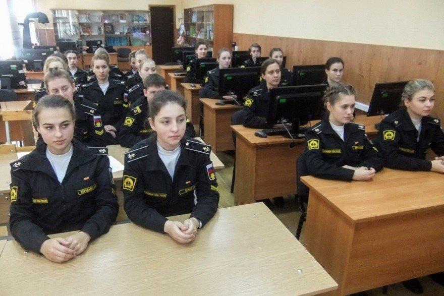 Обучение девушек в ВУНЦ ВМФ ВМА
