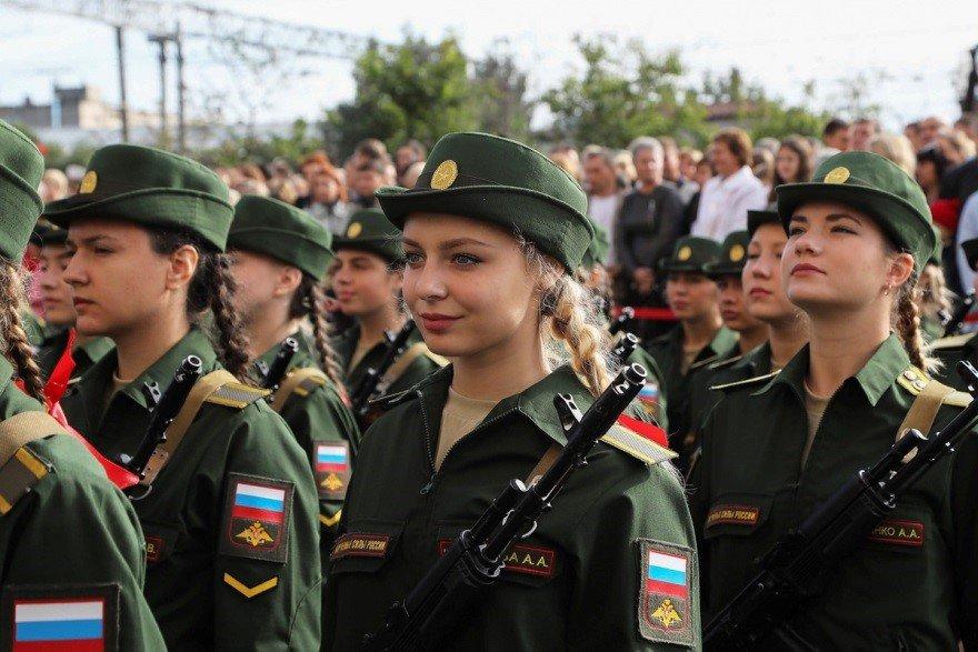 Девушки-курсанты Военно-медицинской академии