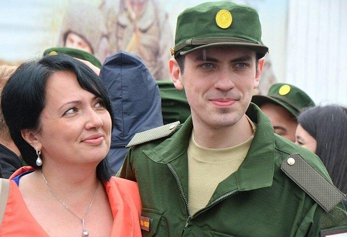Мама провожает сына в армию