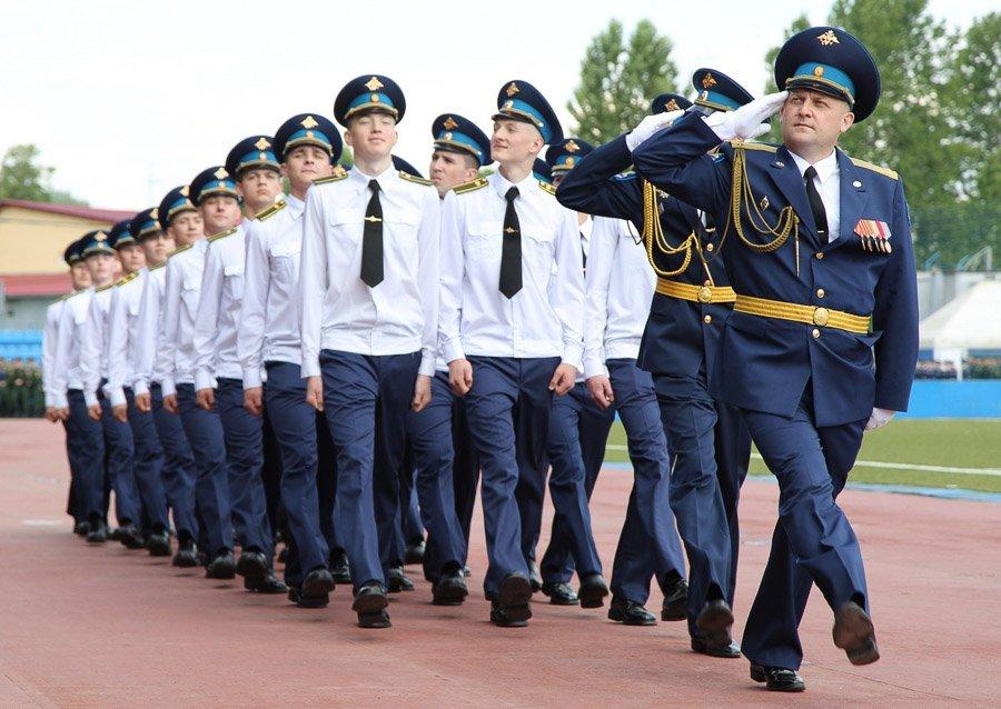 Торжественный марш курсантов в ВКА