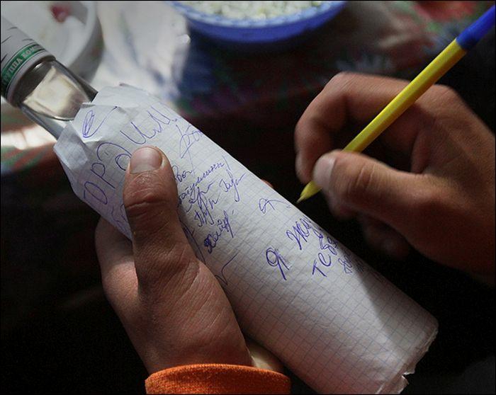 Подписи на бутылке со спиртным напитком