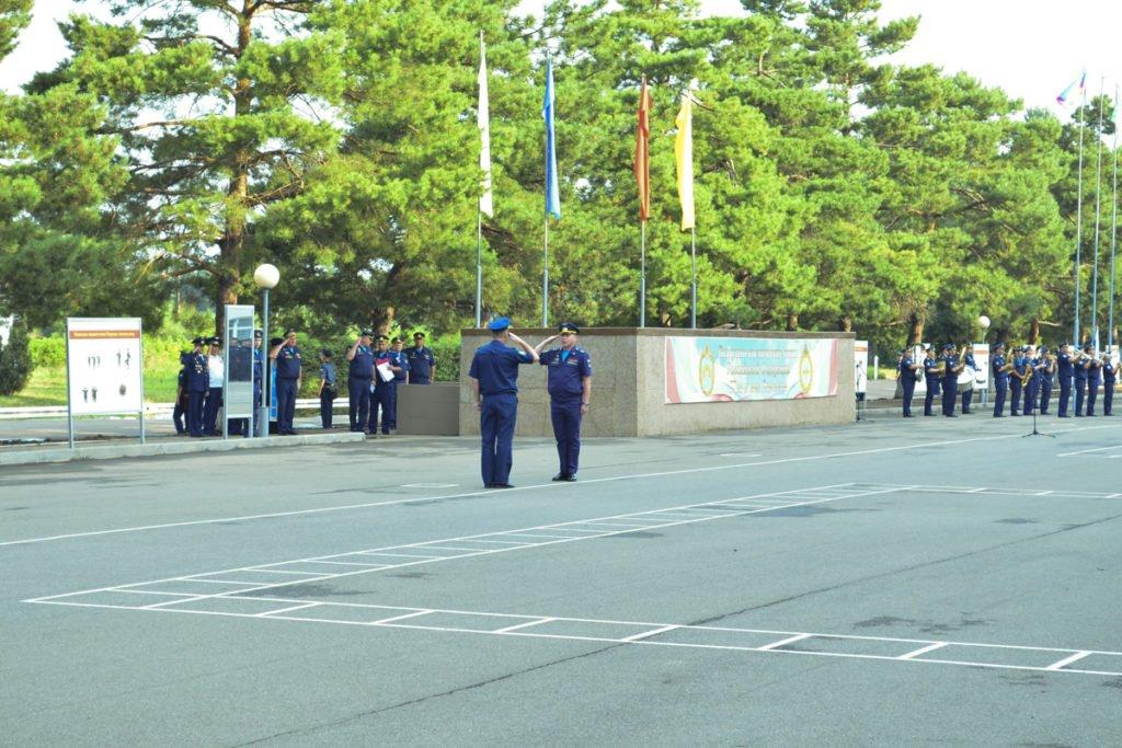 Офицеры на плацу КВВАУЛ