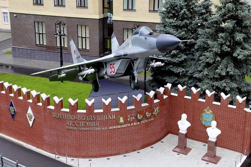 Мемориальный комплекс у военно-воздушной академии