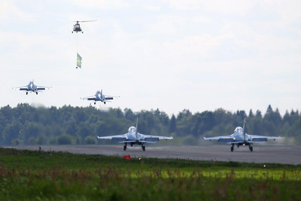 """Современные самолеты на аэродроме """"Кубинка"""""""