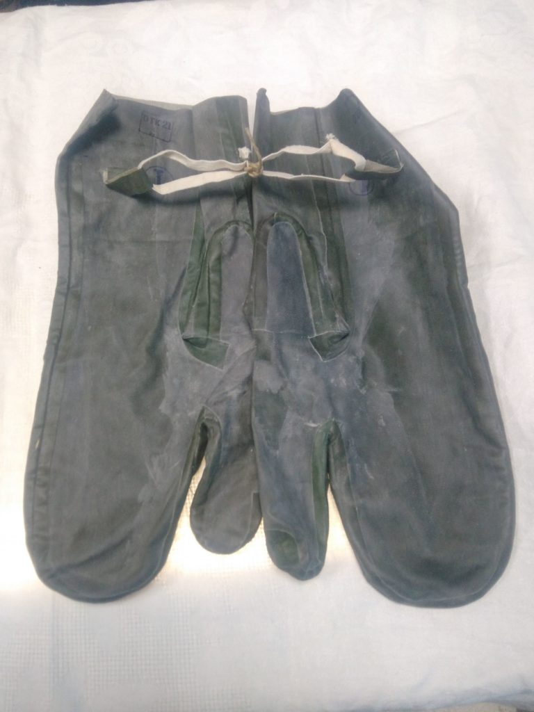 Перчатки из общевойскового защитного комплекта
