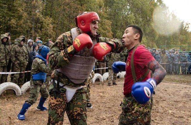 Поединок по рукопашному бою