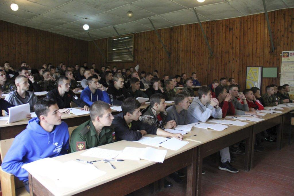 Абитуриенты, поступающие в Михайловскую военную академию