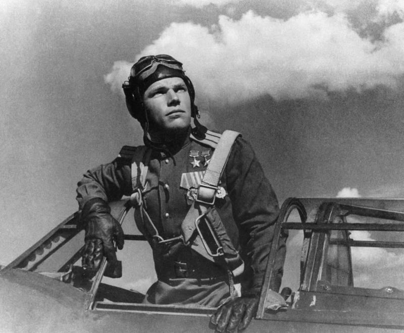 Иван Кожедуб перед полетом