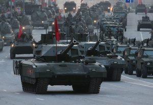 """Танки Т-14 """"Армата"""" в колонне на параде"""