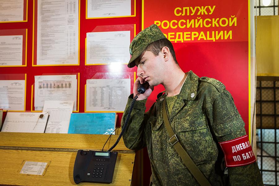 Дневальный в наряде по батальону