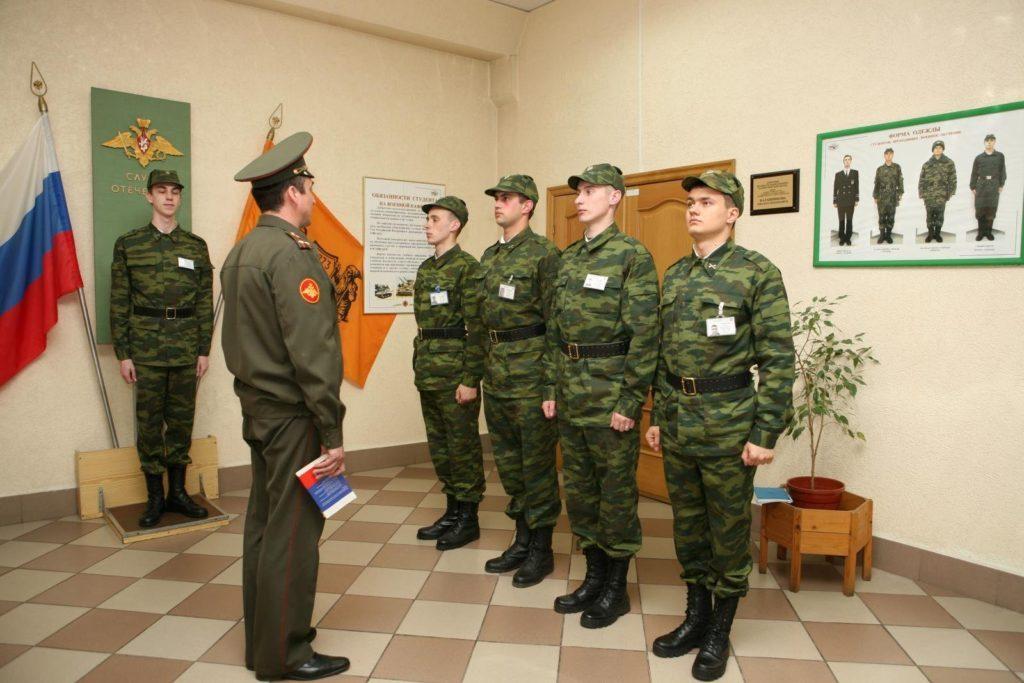 Выдача наряда в армии