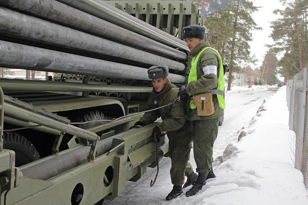 Солдаты трубопроводных войск на учениях