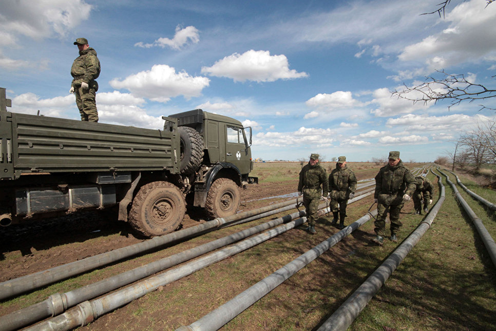 прокладка трубопровода солдатами ТбВ РФ